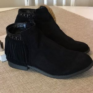 Mossimo Black Faux Suede Fringe Bootie Size 10